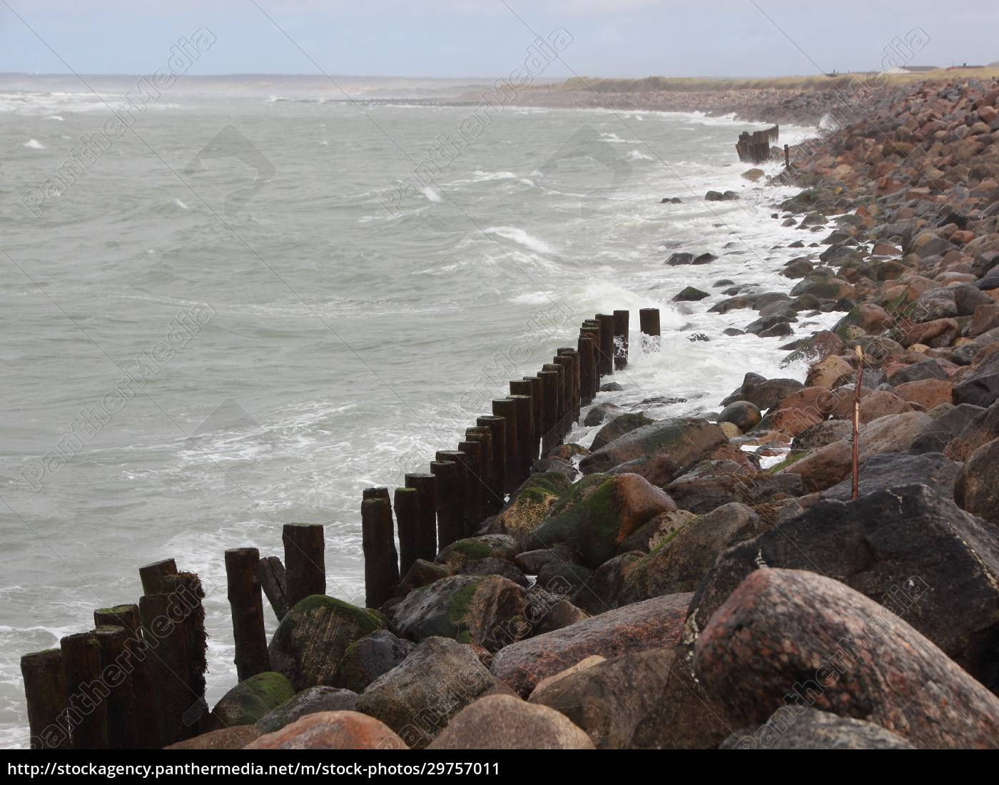 coastline, with, silent, water, and, breakwater - 29757011