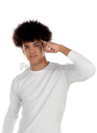 nachdenkliche teenager junge mit afro frisur