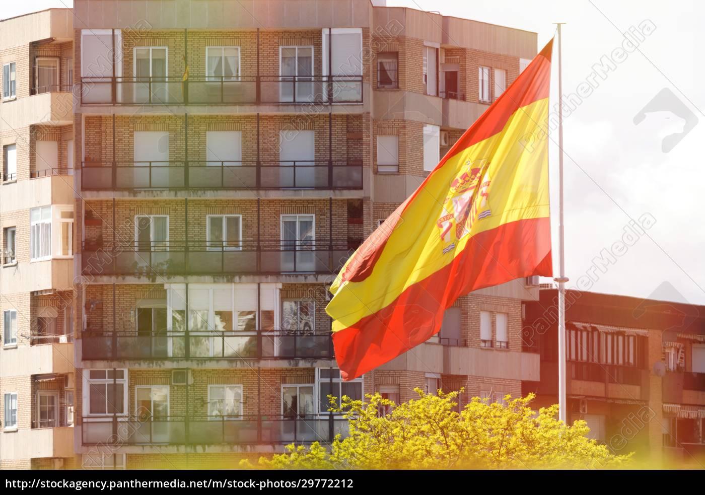 spanien-flagge, weht, im, wind - 29772212