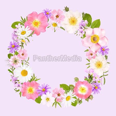 blumenkranz mit rosen gaensebluemchen und anderen