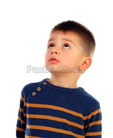 nachdenkliches kind mit kurzen haaren isoliert