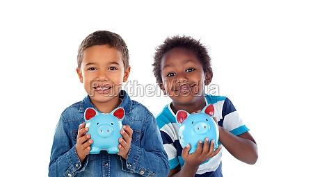 kinder mit blauer geldkassette die in