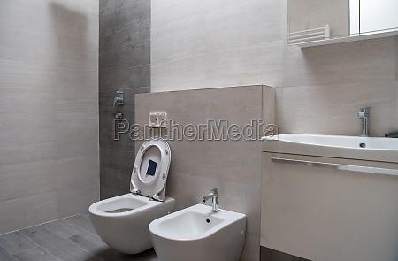 unvollendete stilvolle badezimmer interieur