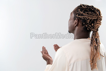 african, man, pray, to, allah - 29805842