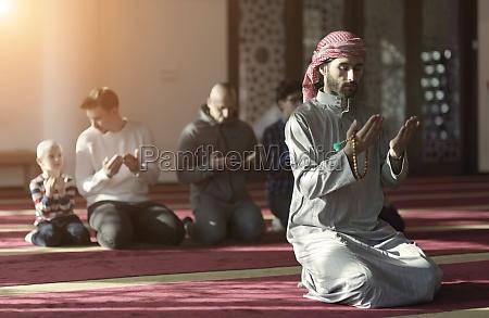 muslim, people, praying, in, mosque - 29810950