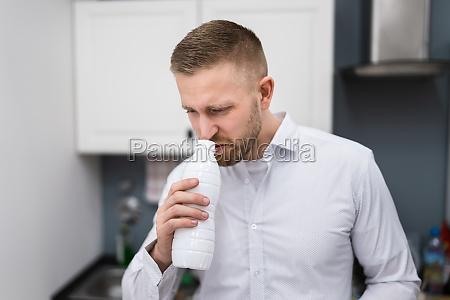 bad, open, milch-lebensmittelflasche - 29811753