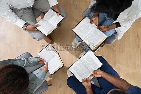 afrikanische, gruppe, von, menschen, lesen, religiöses - 29815385