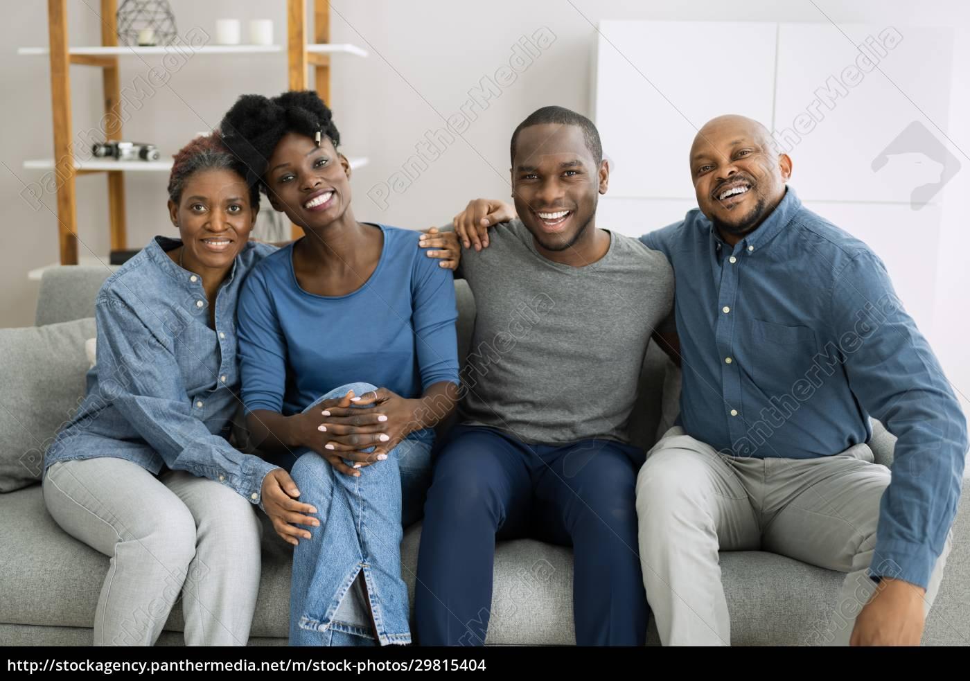 gruppe, glücklicher, afrikanischer, familienangehöriger - 29815404