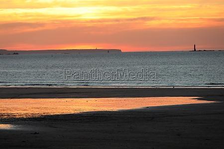 schoenheit sonnenuntergang blick vom strand in