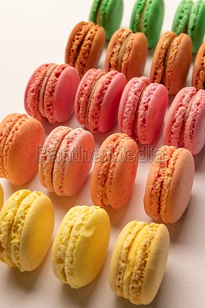 bunte macarons kuchen