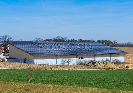 gruene energie mit solarkollektoren gebaeude