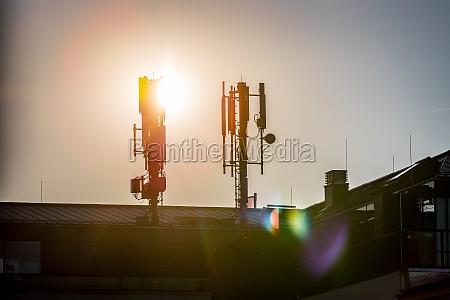 5g und kommunikationsturm silhouette des kommunikationsturms
