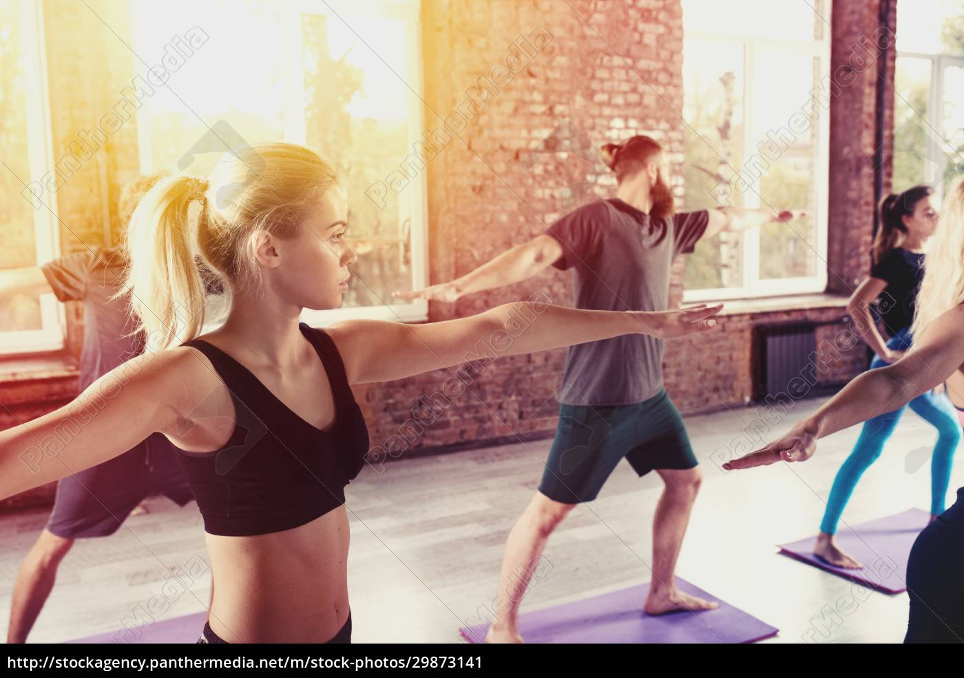 people, do, stretching, at, the, gym - 29873141