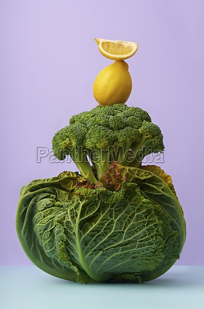 stillleben mit savoy kohl brokkoli und