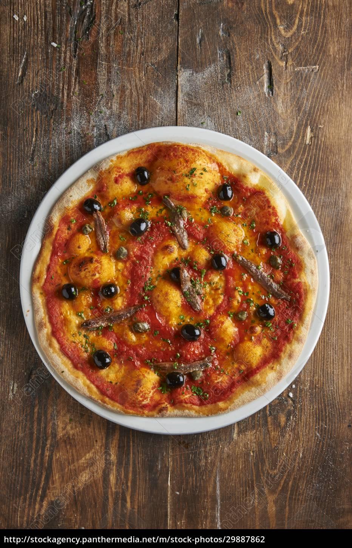 pizza, napoli, mit, sardellen, und, oliven - 29887862