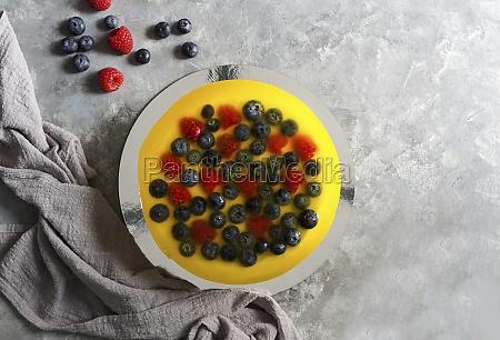 kaesekuchen mit heidelbeere und himbeere zitronengelee