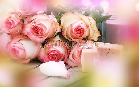 rosen mit muttertagsgeschenk
