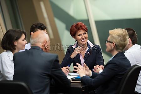 geschaeftsleutegruppe beim meeting