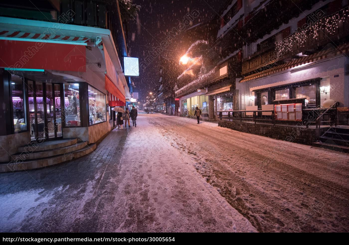 snowy, streets, of, the, alpine, mountain - 30005654