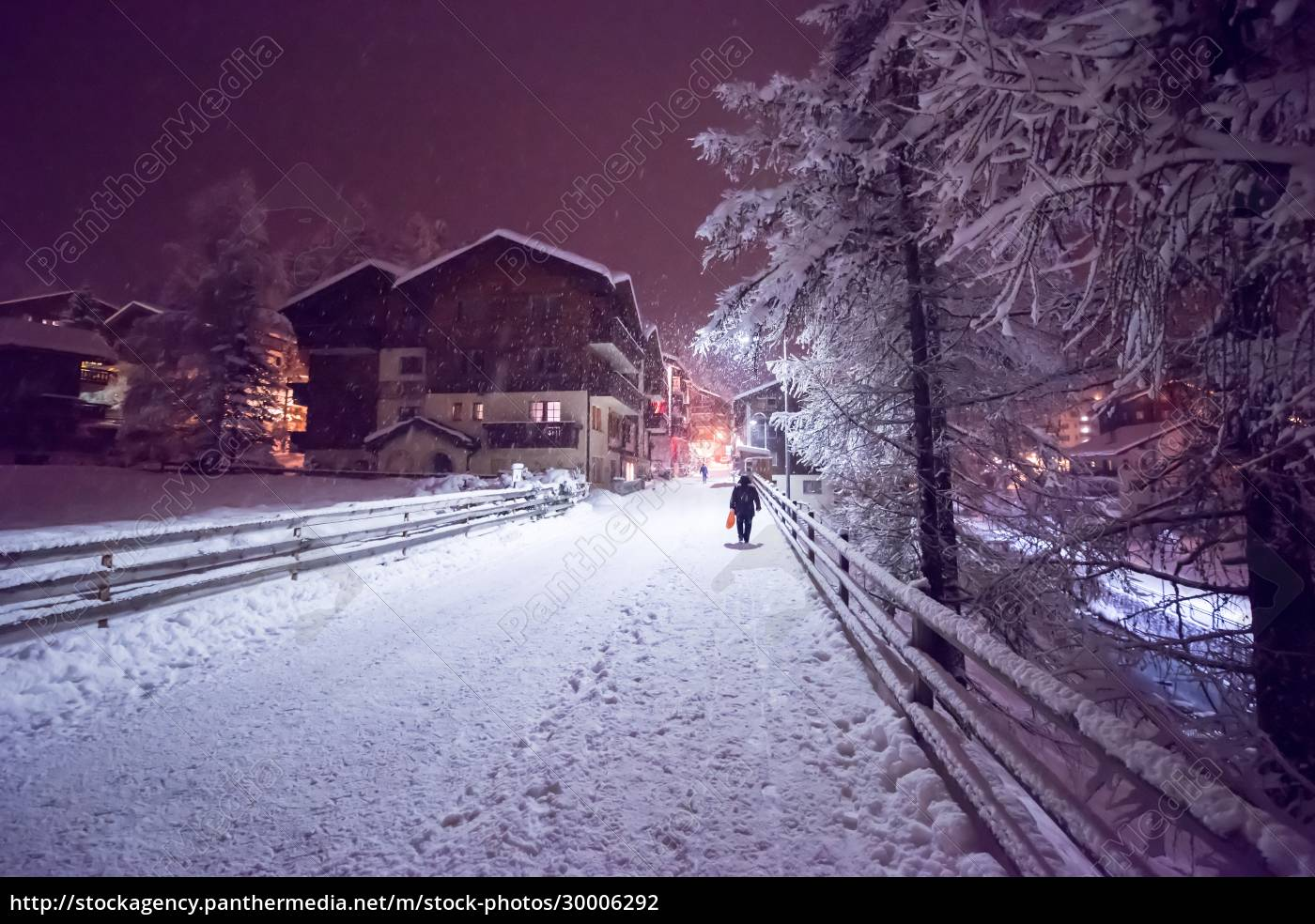 snowy, streets, of, the, alpine, mountain - 30006292