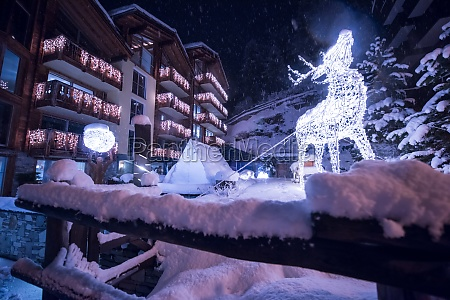 snowy, streets, of, the, alpine, mountain - 30006324