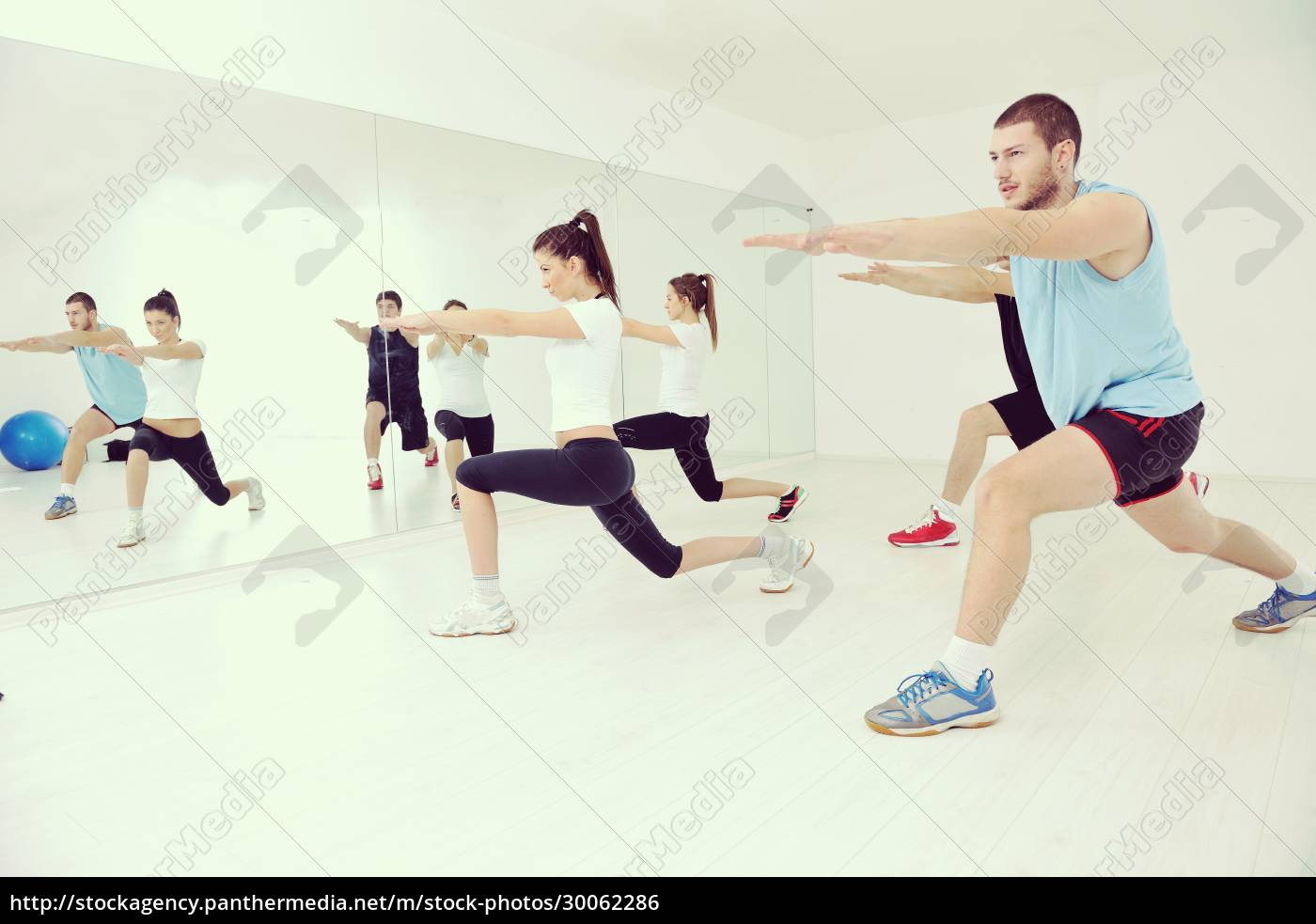 young, people, group, in, fitness, club - 30062286