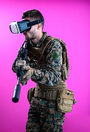 soldat im kampf mit virtual reality