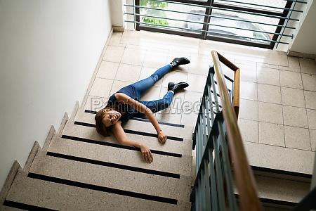 rutsch und sturzunfall auf treppen