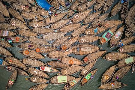 luftaufnahme eines fischerbootes das am telghat