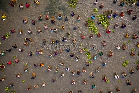 aerial, view, of, people, fishing, in - 30149048