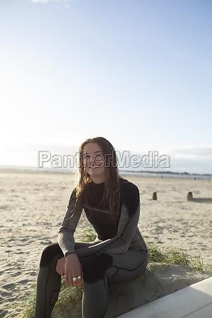 porträt, selbstbewusst, schöne, junge, surferin, im - 30220957