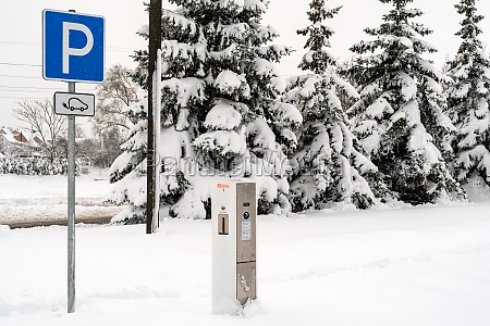 moderne, elektroauto-ladestation, nach, starkem, schneefall - 30537623