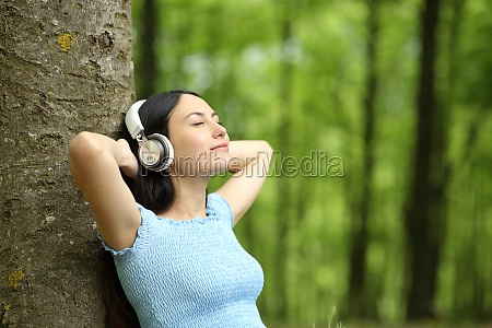 asian, woman, resting, listening, to, music - 30577838