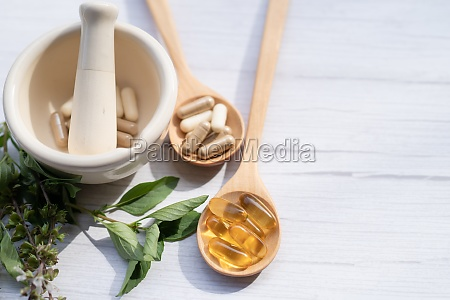 alternative medizin kraeuter bio kapsel mit