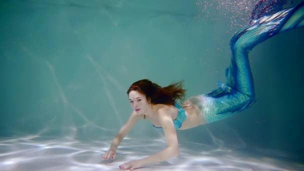 schwimmbad rot weiss dynamisch schoen person