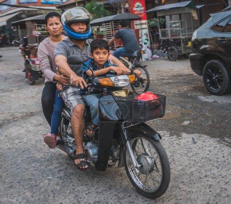 Person, Reise, Menschen, Verkehr, Fahrzeug, Familie - B371880164