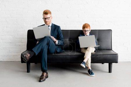unternehmen halten sitzen jung erwachsene menschen