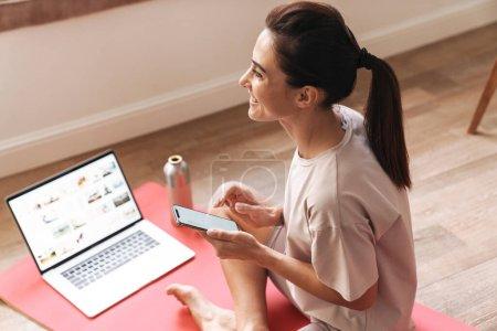 freizeit computer schoen hell maedchen weiblich