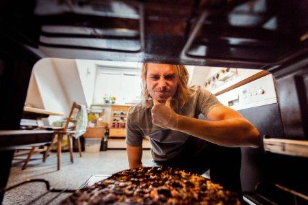 menschen kaukasisch lebensmittel kueche kochen backen