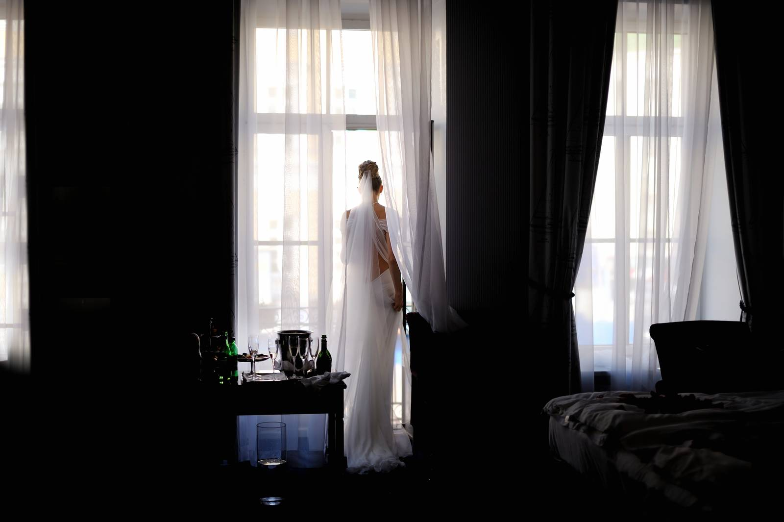 bride, hotel, bridal, room, lamp, gown - D32043506
