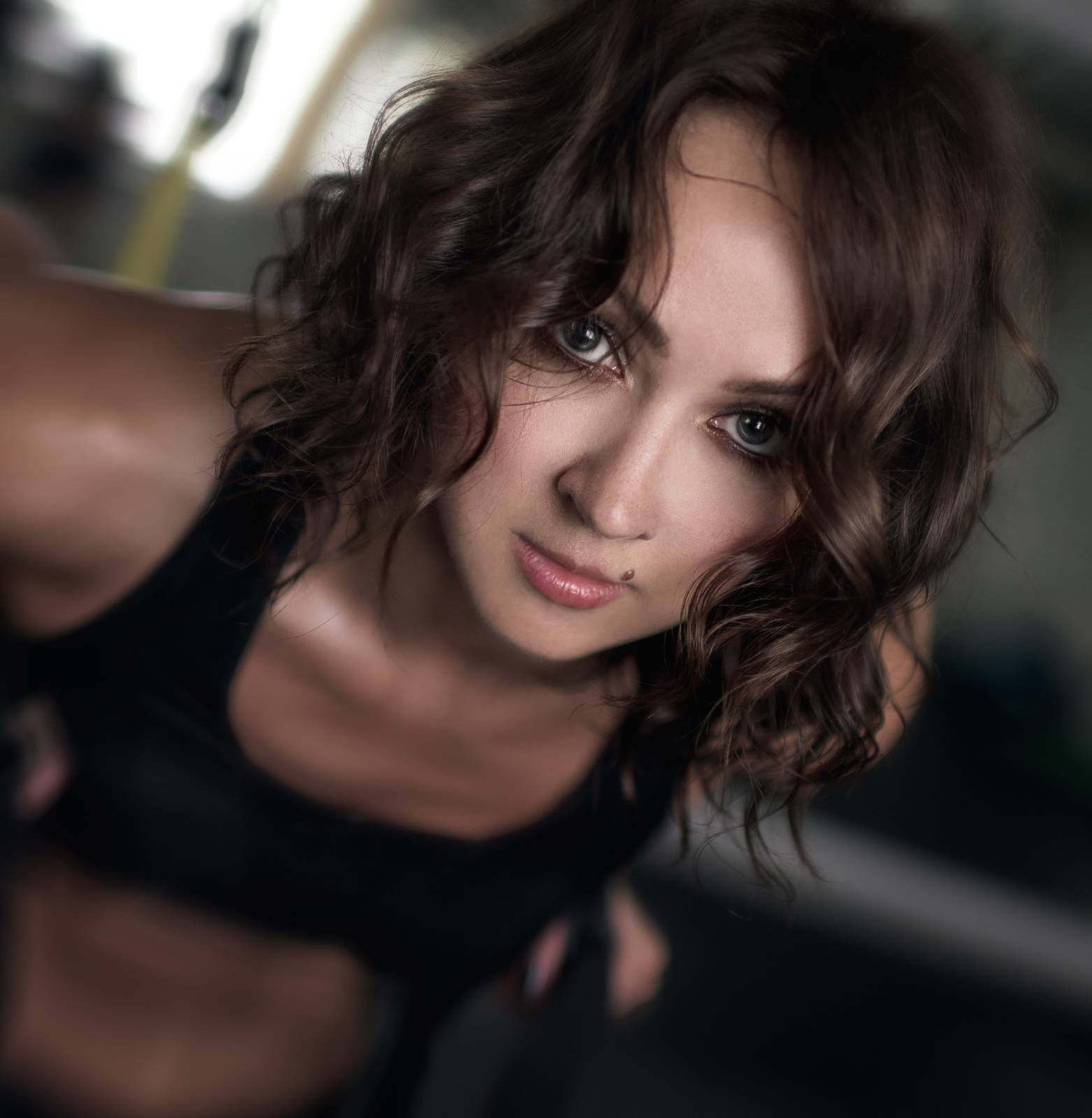 a beautiful face, a woman over 30, cardio workout, drying in training, exercise, exercise for girls - D21746392