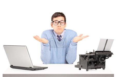 Tisch, weiß, Computer, Hintergrund, Objekt, Papier - B45860355