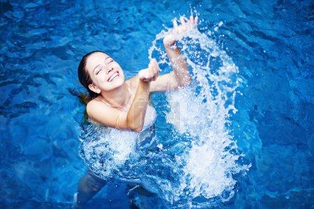 schwimmbad freizeit aktivitaet spass weiss blau