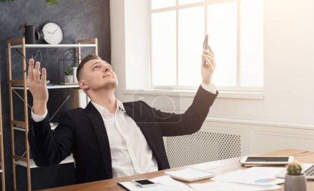 pause gluecklich unternehmen finanzen laechelnd menschen