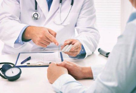 weiblich, Menschen, Gesundheit, Rezept, Medizin, Gesundheitswesen - B406568908