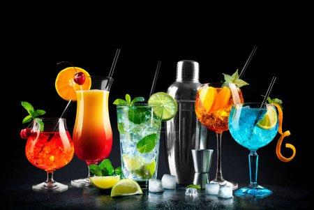 grün, Bar, rot, Hintergrund, Glas, isoliert - B387740932