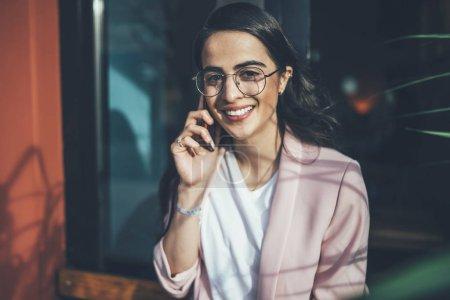 freizeit gluecklich weiblich menschen lachen im