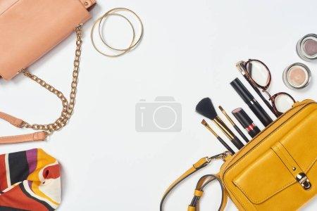 gelb, weiß, Objekte, Hintergrund, niemand, Schönheit - B241902268
