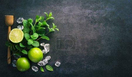 Tisch, grün, Bar, weiß, Hintergrund, eingestellt - B474093378