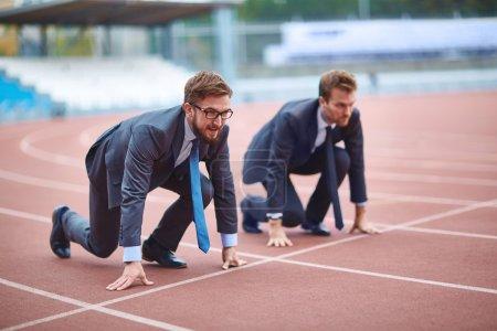 Wettbewerb, Glücklich, Unternehmen, jung, Erwachsene, Menschen - B88876854